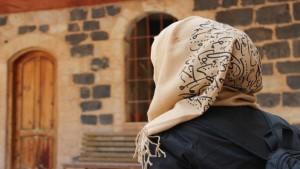 Mujer con hiyab (velo)